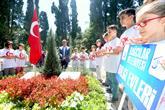 Bilgi Evi Öğrencileri Abdullah Tayyip Olçok'u Mezarı Başında Andı