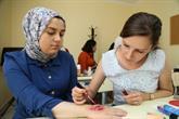 Genç Kızlar Makyöz Olmak Yetişkin Kadınlar İse Kendi Cilt Güzelliği İçin Kursa Gidiyor